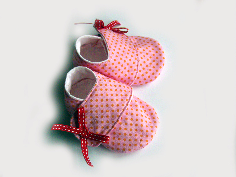 Baby Girl Shoes/booties, Size 0-6 Months, Pink Dot Sneakers. on Luulla