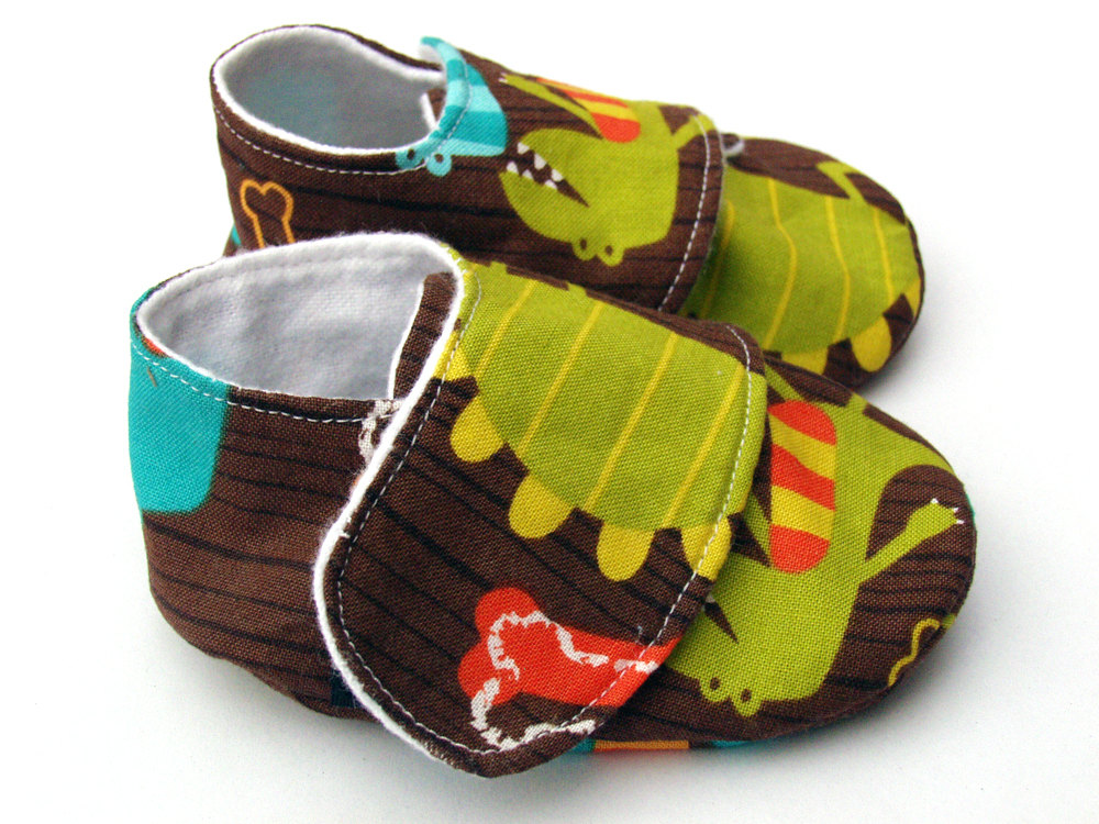 Baby shoes - boys - soft sole - 0-6 months in dino dudes